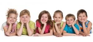 uśmiechnięte dzieci w przedszkolu w Raszynie